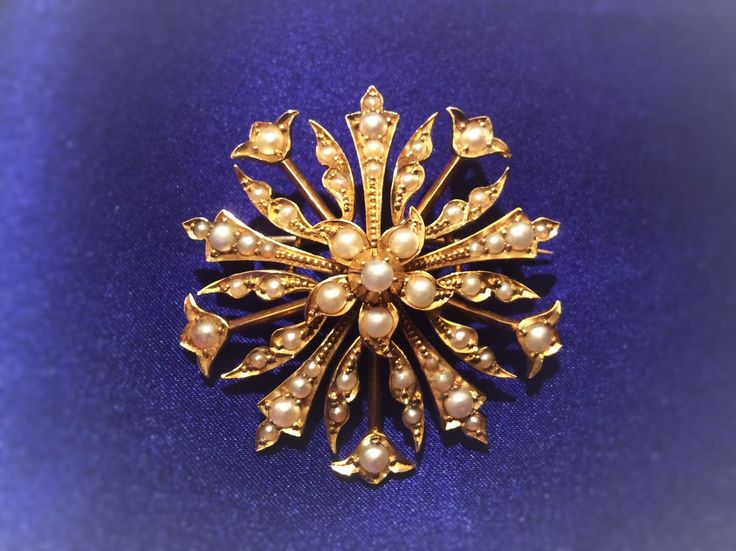 #15Kt #gold #brooch with #pearls. #England, 1930s. Amazing brooch - transformer, turns into a #pendant (by unscrewing the pin and folding the clasp).  Brooch made of 15 carat gold. Weight - 9.1 grams, diameter is 3.7 cm.