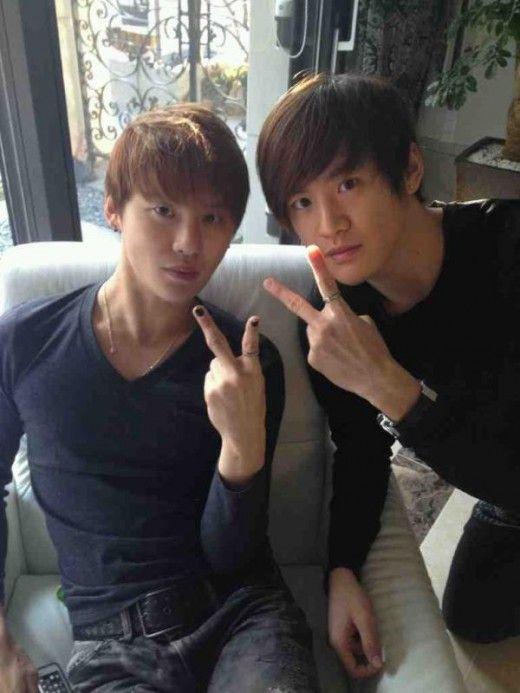 Xia Junsu & twinsie.