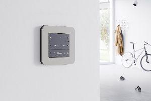 Tapete Entfernen Tipps Tricks In 2020 Schalterprogramm Tapeten Entfernen Steckdosen Und Lichtschalter