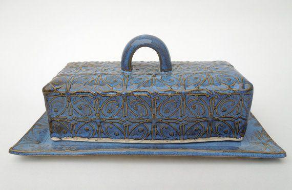 Bleu texture beurrier couvert de toit de tôle la poterie céramique avec couvercle