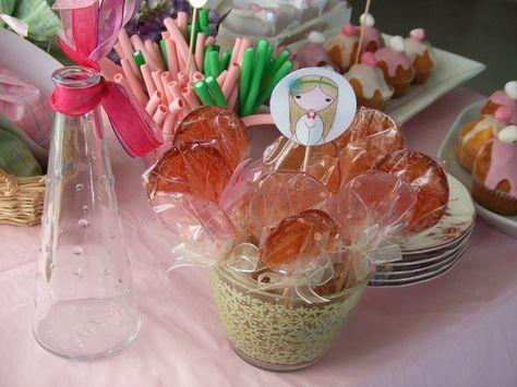 Deliciosas piruletas de caramelo y fresa caseras, para celebrar el Día del Niño!!!! Ver receta: http://www.mis-recetas.org/recetas/show/36849-piruletas-de-caramelo-y-fresa