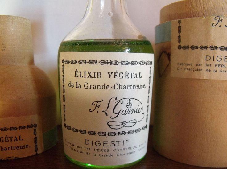 Ancien flacon d'élixir végétal de la Grande #Chartreuse