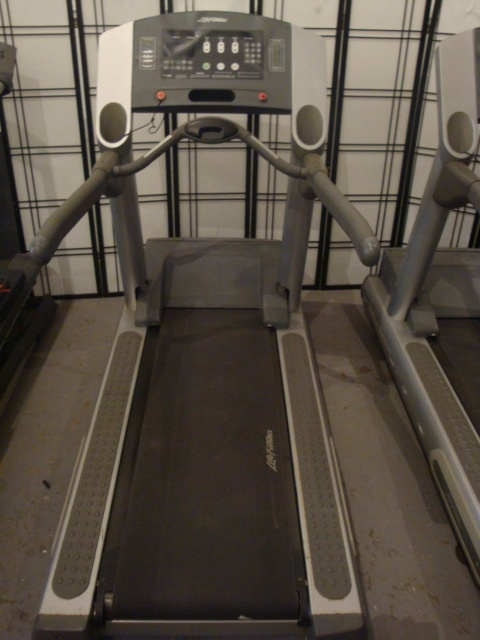 TREADMILL LIFE FITNESS 95TI LIFEFITNESS 95TI COMMERCIAL TREADMILL?PROGRAMS: 28 WORKOUTS, INCLUDING 5 ZONE TRAINING+ WORKOUTS?POWERFUL 4-HP AC MOTOR