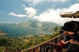 Wisata Menarik Kintamani | Wisata Menarik Kintamani – Desa-desa Kintamani dan Penelokan memberikan pemandangan masih aktif Gunung Batur dan danau yang fantastis. Dari Penelokan, dengan mengambil jalan Kedisan di tepi danau dimana perahu bisa disewa untuk menyeberang ke Trunyan.