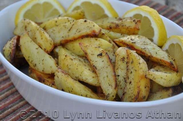 Make Tasty Patates sto Fourno: Oven-Roasted Potatoes