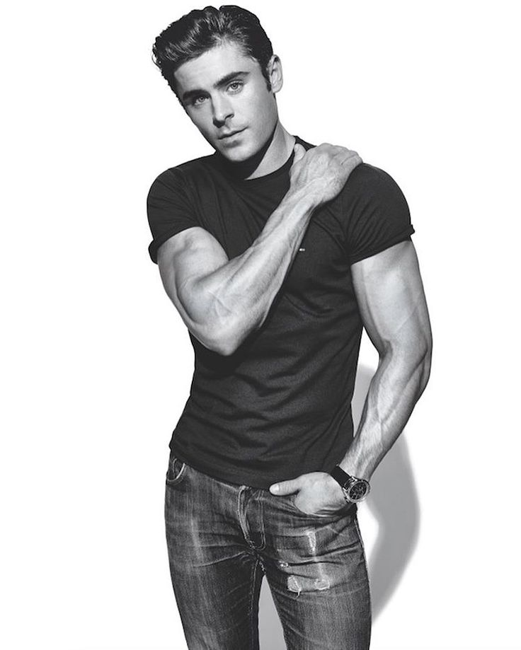 Get ripped enough for Baywatch with Zac Efron's transformative workout. The explosive three day plan is on MensFitness.com now. Link in bio. #zacefron #baywatch #superset : @jefflipsky