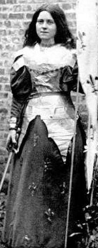 Sainte Thérèse de Lisieux s'identifie à Jeanne-d'arc dans le combat spirituel qui est le sien.