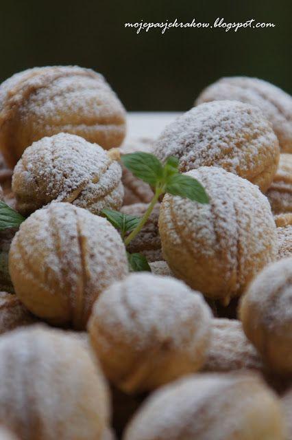 """moje pasje: Orzeszki - ciasteczka z kremem karmelowo - orzechowym // prl // """"almond cakes"""" // wedding polish // childhood taste"""