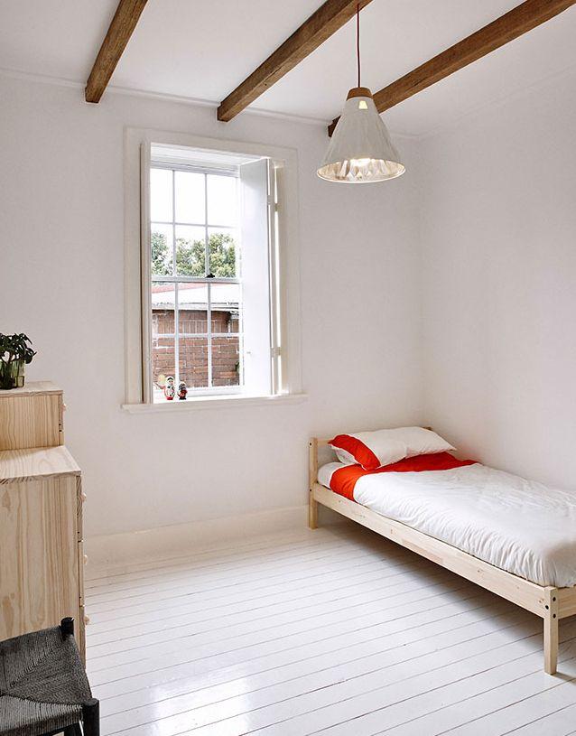 夏の北欧インテリア寝室