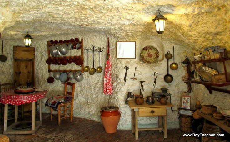 A gypsy cave dwelling (Museo Cuevas del Sacromonte), insight into the Roma culture, traditional living, crafts and musical tradition.  | Granada, Spain | www.bayessence.com