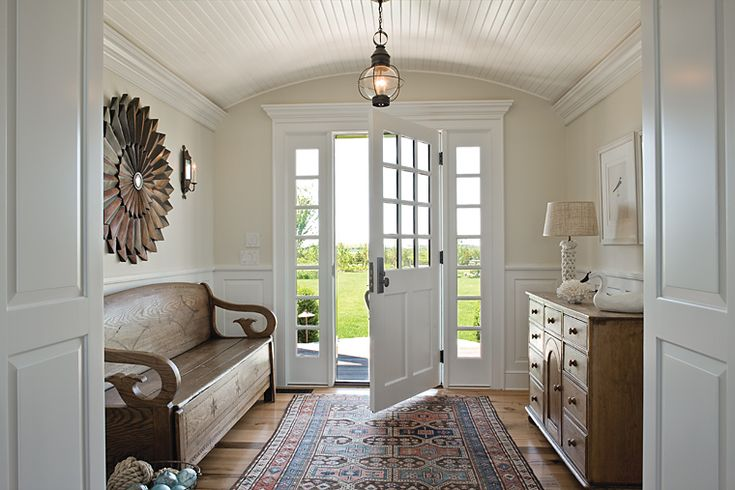 bench I entry: Interior Design, Beach House, Bench, Ceiling, Mud Room, Homes, Entrance