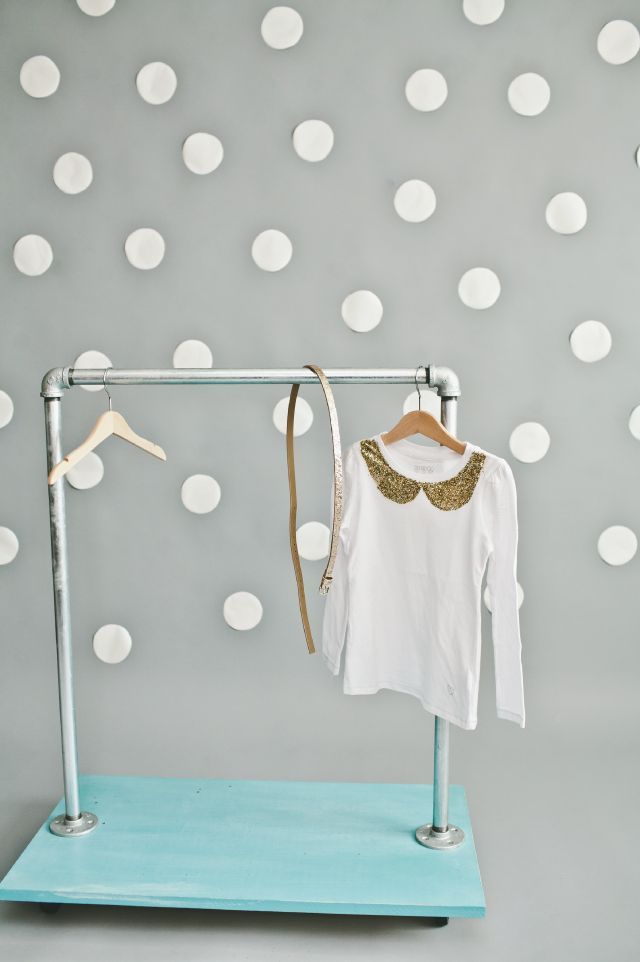 Look at that garment rack! Can even hold shoes! MUST MAKE ... for everyday or dress-up storage.