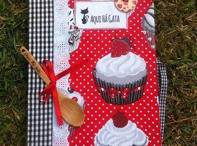 Livro de Receitas Grande Cupcackes Vermelho | Aqui há Gata Receitas Simples www.aquihagata.com/pt/livro-de-receitas-grande-cupcackes-vermelho