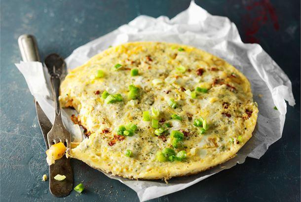 Juusto-perunamunakas ✦ Juusto-perunamunakas on täyttävä ruokalaji sellaisenaan, mutta voit tarjoilla sitä myös tapas-pöydässä. http://www.valio.fi/reseptit/juusto-perunamunakas-1/