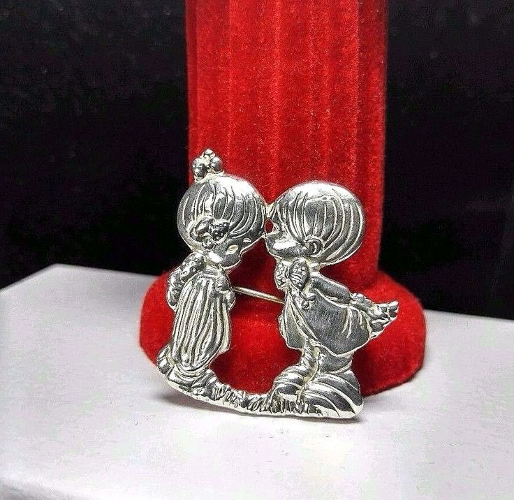 Precious Moments Boy Kissing Girl Sterling Silver 925 Brooch Pin Mexico #PreciousMoments