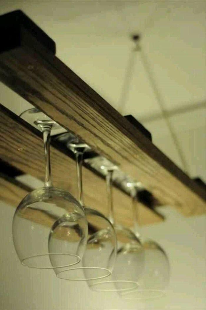 accroche-verres en palettes en bois: le rangement pratique