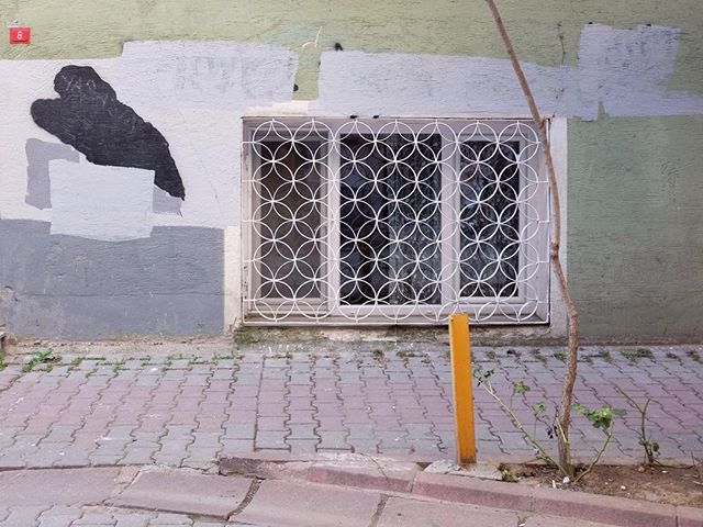[just can't get enough of #urban_kunst] #istanbul #urbandetails_istanbul #solo_window