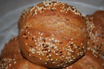 Ржаные хлебные булочки с отрубями и тмином