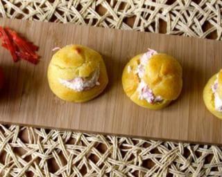 Petits choux chorizo-tomates par Marie Cuisine Pour 6 : http://www.fourchette-et-bikini.fr/recettes/recettes-minceur/petits-choux-chorizo-tomates-par-marie-cuisine-pour-6.html