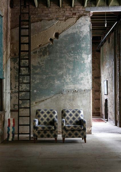 I love the colour of the original plasterwork in this rough luxe industrial / warehouse space