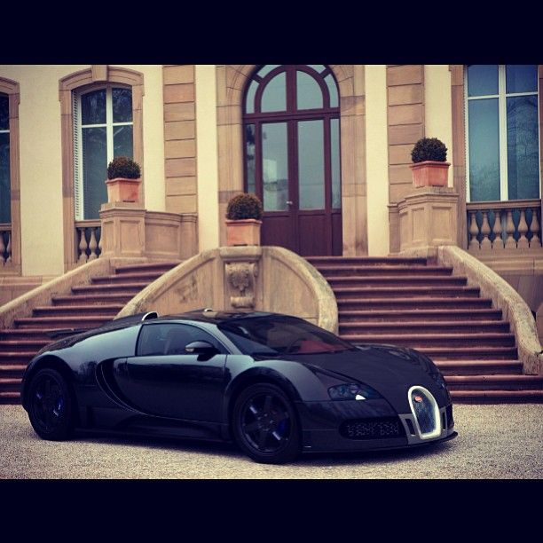 All black Bugatti Veyron! Perfect for Mr Bruce Wayne :) #Darkknight @alloywheels check it !!