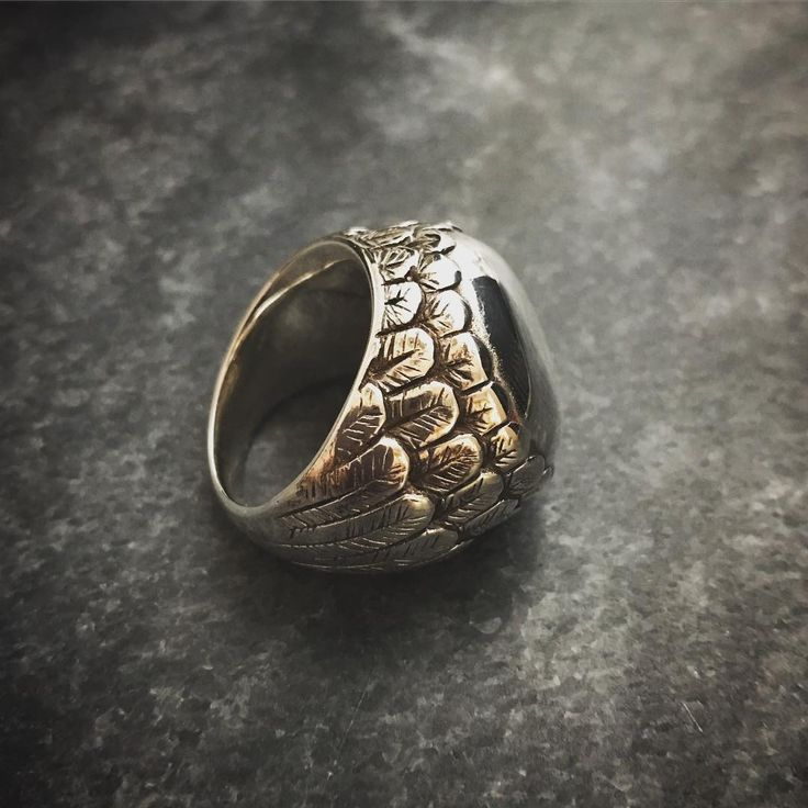 Feather ring by Studio MAAK #ring #rings #jewellery #jewelry #studiomaak #feather #silver  #handmade #carved #lostwax #brisbanestyle #palloys #palloysgroup #silverrings #argentium #design #handcraftedjewelry #bespokedesign #mensstyle #mensjewelry #signetring #raven