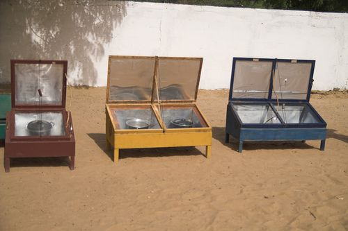 how to make Solar cooker's... great site, has video as well.
