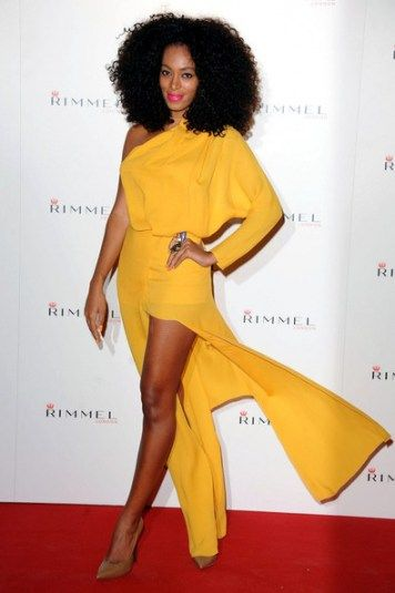 Ok, she is rocking that hair and yellow! I don't hate on Solange, no one will ever be Beyonce! Don't be surprised when I'm biting this look!