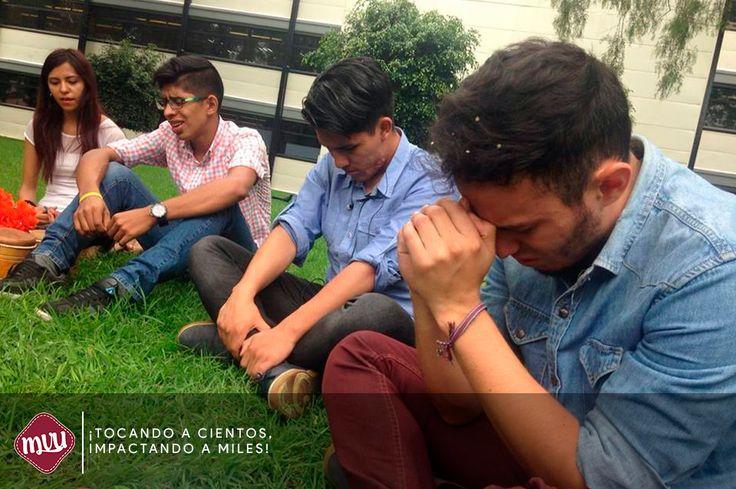 Un gran semestre lleno de bendición.  El grupo de estudio bíblico de IPN Zacatenco cierra su semestre dando gracias a Dios por medio de la oración.
