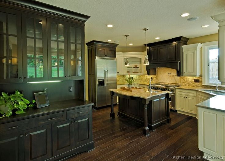 Traditional Two-Tone Kitchen Cabinets #67 (Kitchen-Design-Ideas.org)