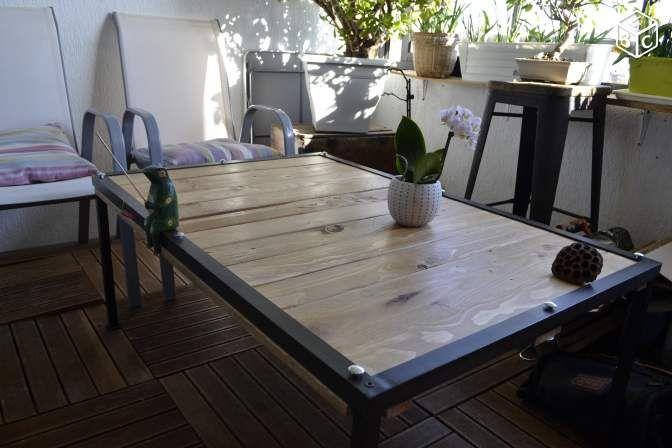 Table basse en bois recyclé. Style industriel