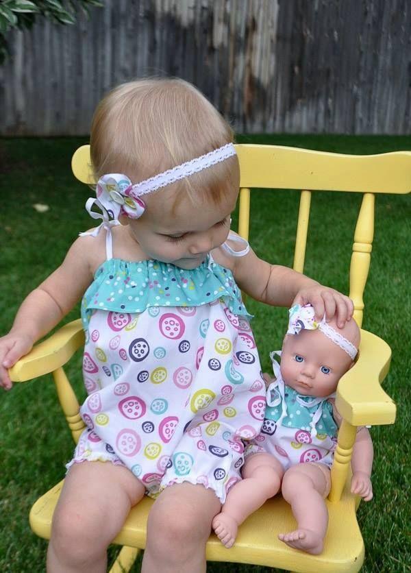 14 bebês que são exatamente iguais às suas bonecas