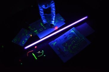 Black light drawing: Lights Drawings