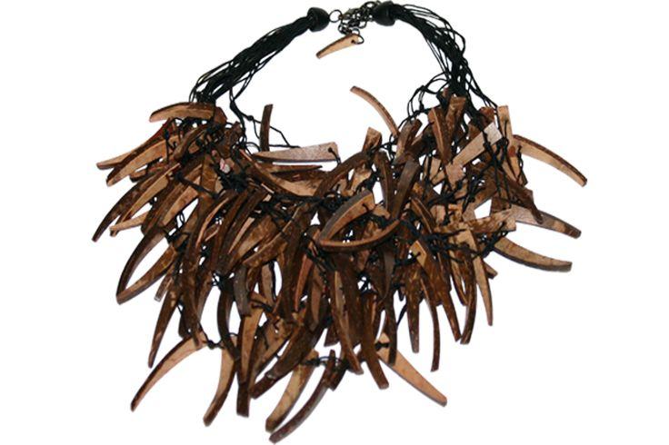 Groot assortiment van Dutch Design sieraden en bijoux. Grootste leverancier van vintage Manouk sieraden. Tevens eigen import van horloges en accessoires. Particuliere verkoop via website tegen groo...
