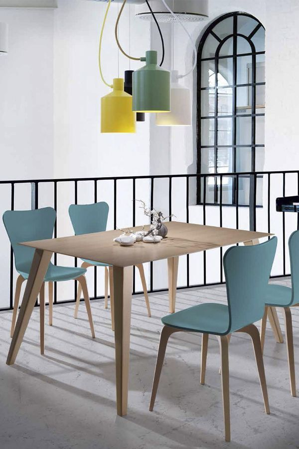mesa madera sillas color