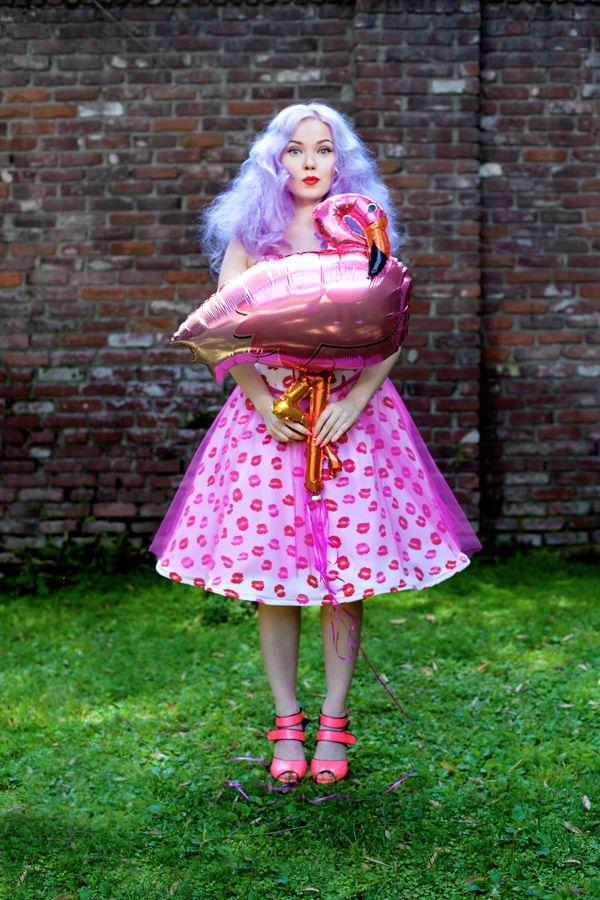 Doe Deere : Girl with a flamingo balloon