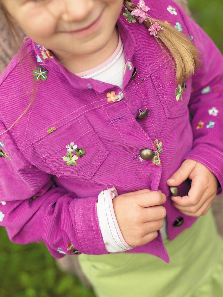 In dieser Nähanleitung zeigen wir Euch, wie Ihr eine Jacke für Jungs oder Mädchen selber nähen könnt. Mit Gratis-Schnittmusterdownload!