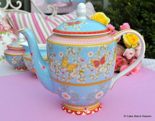 HIGH TEA TEAPOT FOR HIRE AVA PARTY HIRE http://www.avapartyhire.com.au/product/crockery-cutlery-for-hire Call us on 9938 5599 for a quote