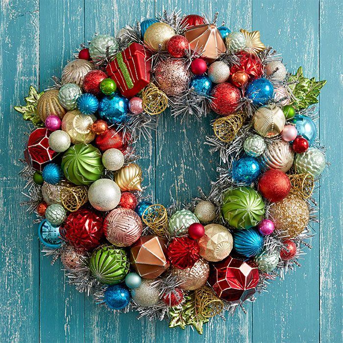128 best welcoming wreaths images on pinterest christmas deco diy a colorful retro christmas wreath by giving an artificial wreath a tinsel effect with spray solutioingenieria Choice Image