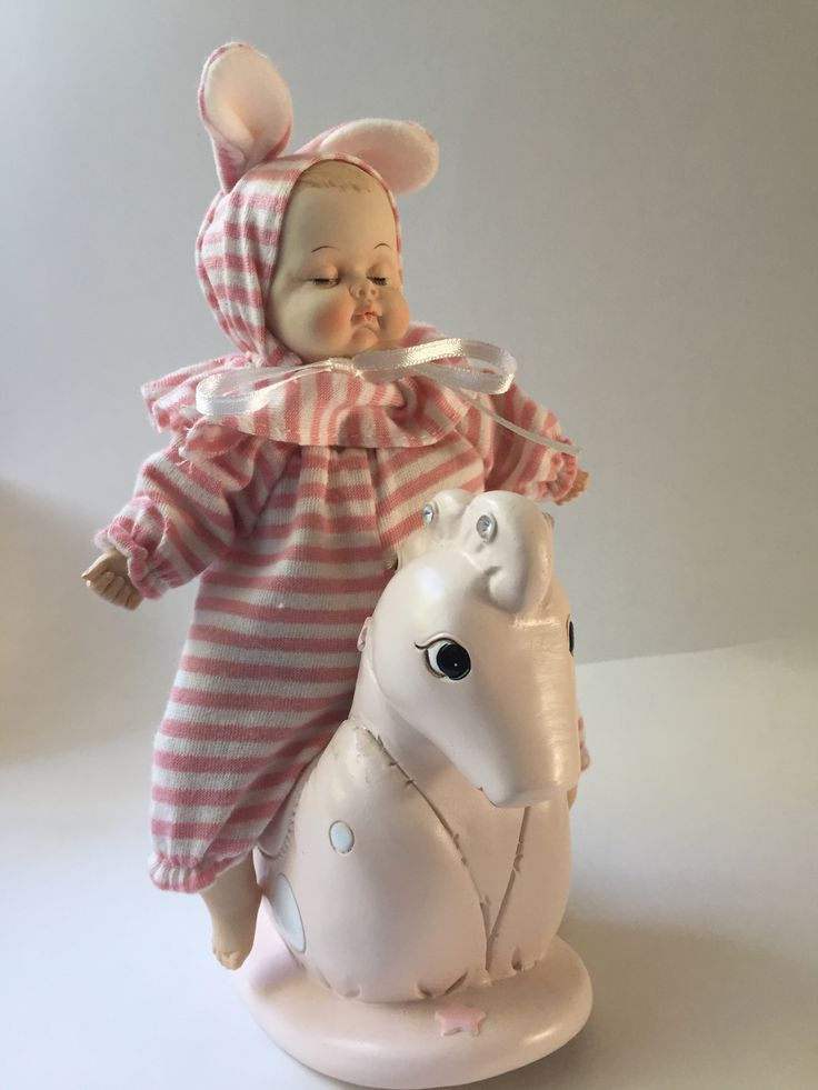 Muziekdoos #baby op hobbelpaard Kraamkado #kraamcadeau #baby #babykado #geboortekado #babykamer #babyshower op www.hummelkado.nl