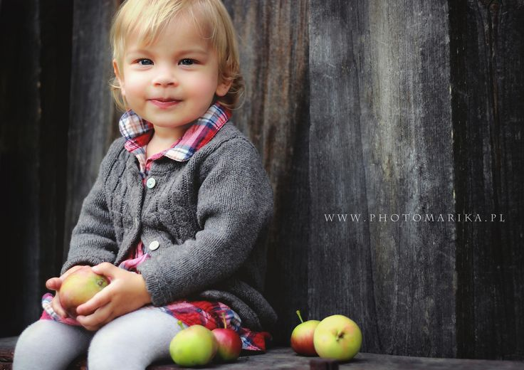 little girl with apples, session in village