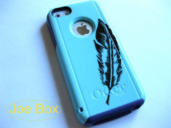 Unique hand painted design on a Otterbox case by an artist. There may be slight variations in appearance from the display photograph to the actual