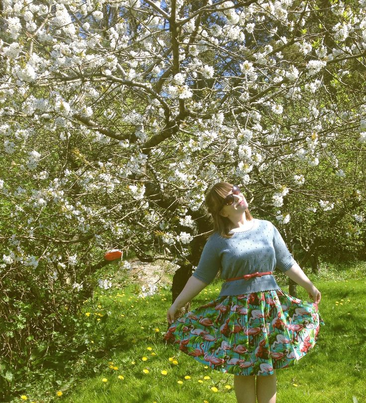 Day 8 - Hanging with the apple blossoms in my Lilou Famingo dress from Tilly and the Buttons. #sewinglilou #loveatfirststitch #mmmay16 #sewheijude