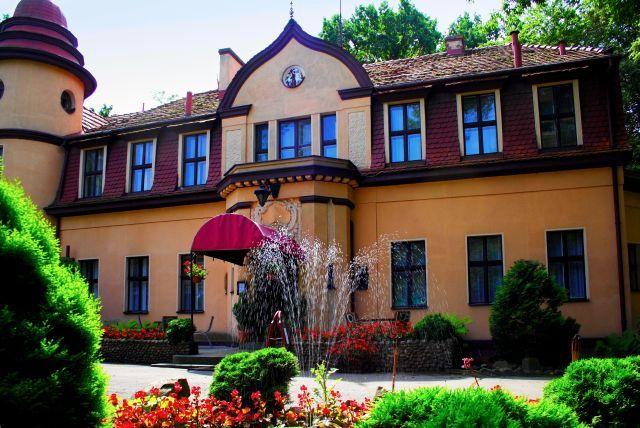 """Pałacyk """"Pod Lipami"""" w Swarzędzu wzniesiony w XIX wieku. Obecnie - hotel."""