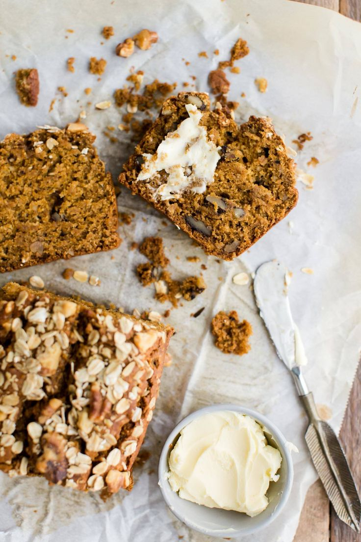 This moist pumpkin bread is made with partially ground oats, whole wheat pastry flour, and maple syrup as the sweetener. A perfect breakfast treat from @NaturallyElla.