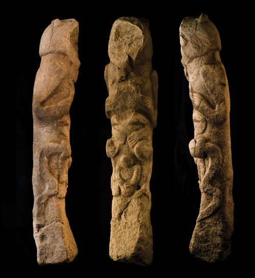 Totem pole found at Gobekli Tepe www.ishtarsgate.com500 × 545Search by image The head of the top figure is more like a bear than a human. It holds the head of a human figure, which in turn holds another figure. / found at gobekli tepe