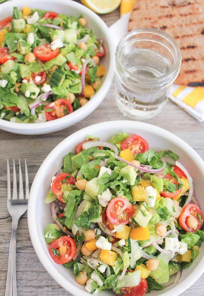 Gehackter griechischer Salat mit Kichererbsen und Avocado   – Healthy & Delicious