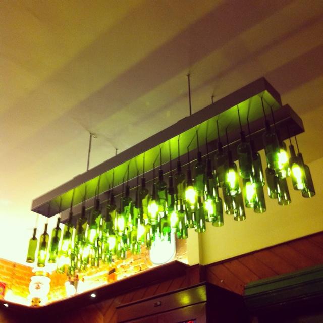 Luminária de garrafas