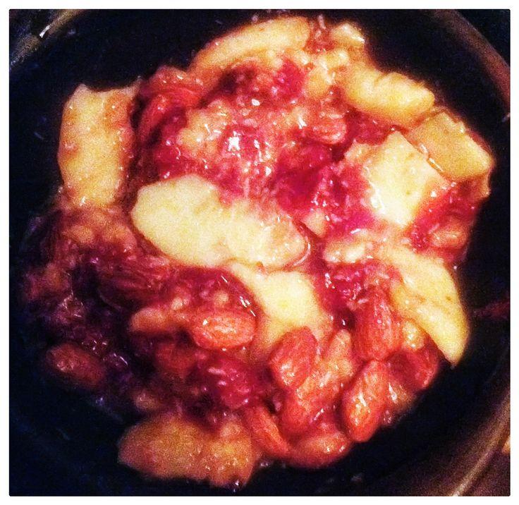 Frutillas, manzanas y almendras al merkén