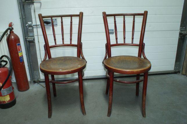 Sprzedam 2 Krzesla Ze Wzorem Na Siedzisku Wyprodukowane Fabryka Mundus W Radomsku Przed 2 Wojna Swiatowa Pod Siedziskiem Zna Home Decor Dining Chairs Decor